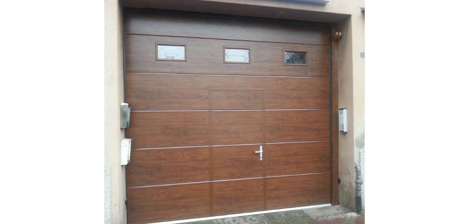 Sezionale con porta pedonale inserita
